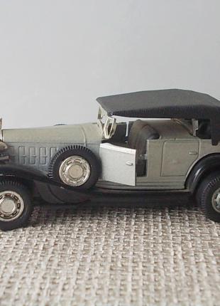 Коллекционная модель старинного автомобиля авто Кадиллак cadillac