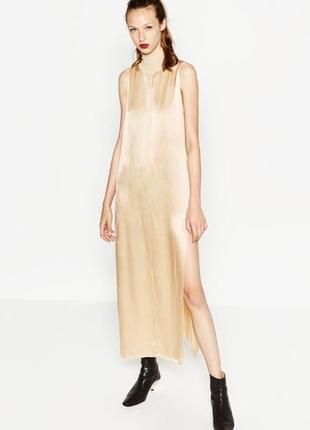 Сатиновое длинное платье цвета шампань под горло zara