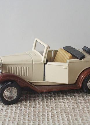 Коллекционная модель старинного автомобиля авто Форд Ford
