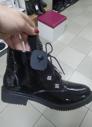 Женские деми ботинки лаковые