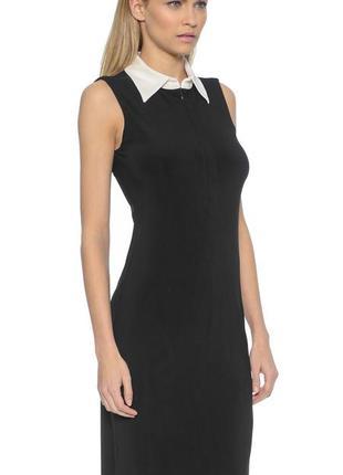 Идеальное классическое черное платье мини с белым воротником о...