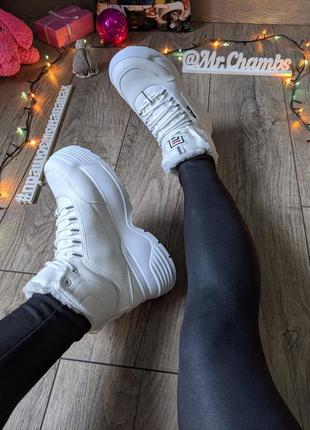 Белые женские зимние кроссовки ботинки