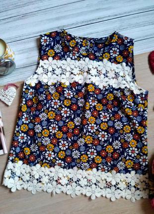 Шикарная блуза в цветы с кружевом размер 16(44-46)