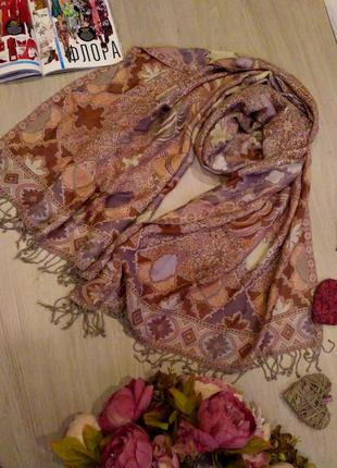 Красивый палантин-шарф с принтом