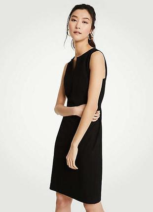 Стильное черное платье с вырезом и декоративным узлом от wallis