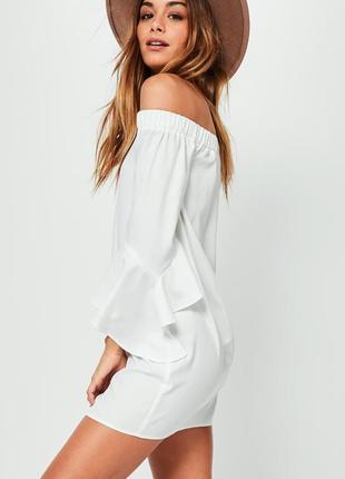 Изысканное летнее платье с воланами на рукавах
