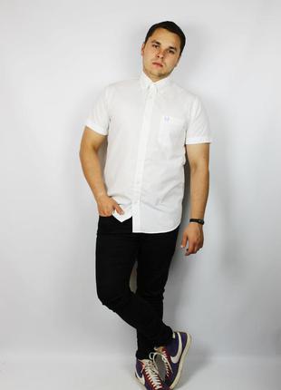 Идеальная белоснежная мужская oxford рубашка с коротким рукаво...