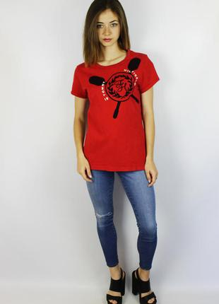 Tommy hilfiger яркая красная хлопковая футболка с большим лого...