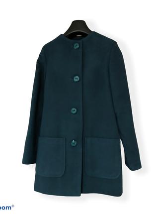 Пальто женское изумрудного цвета