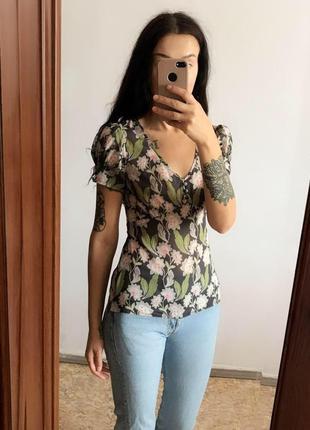 Нежная блуза под шифон с цветами. р-р s
