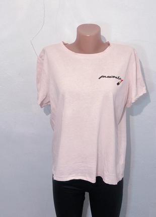 Крутая пудровая футболка h&m с вышивкой. h&m