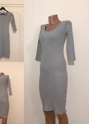 Трикотажное миди платье в рубчик sinsay. размер xs