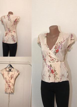 Нежная блуза жатка на запах в цветы. размер s