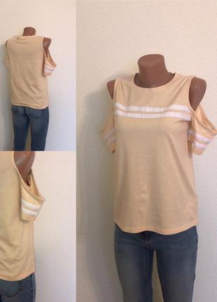 Актуальная футболка со спущенными плечами fb sister.