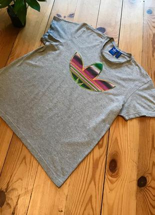 Фирменная футболка adidas адидас. размер м