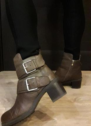 Ботинки clarks 39.5 р.,(стелька 25.5см.),натуральная кожа