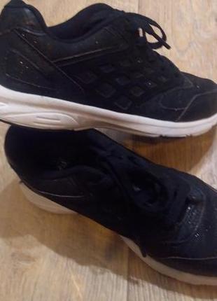 Легчайшие кроссовки fsf 33 р. uk1 us2 стелька 22 см.