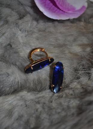 Ювелирные серьги с синим камнем