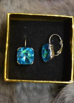 Ювелирные серьги с голубым камнем