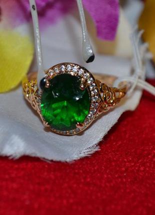 Ювелирное кольцо с зелёным камнем