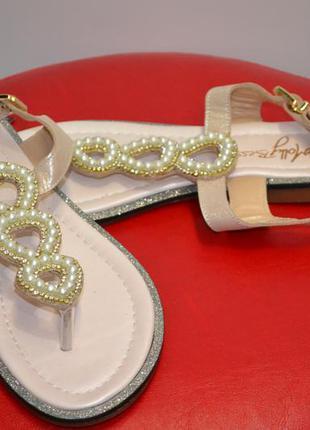 Нежные женские сандали