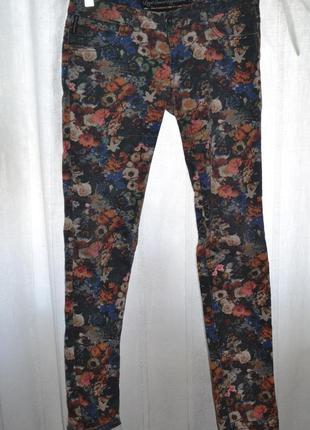 Женские цветные джинсы