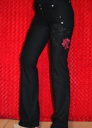 Чёрные нарядные брюки-клёш