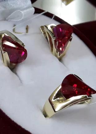 Золотой комплект набор с рубином серьги кольцо