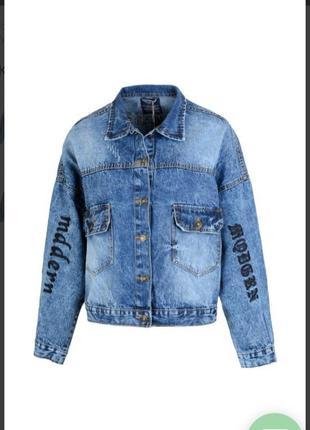 Стильная джинсовая куртка пиджак джинсовка с надписями кармана...