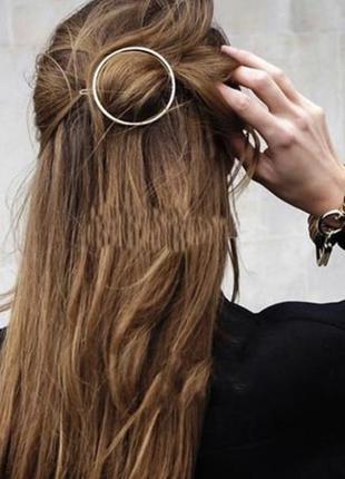 Заколка для волосся, сіра, тренд 2020.
