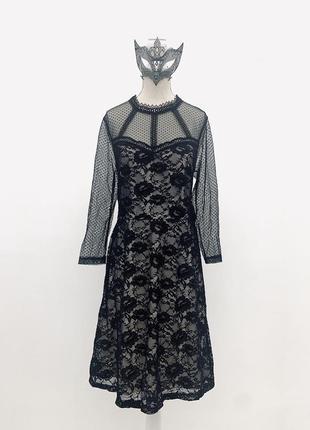 Нарядное кружевное платье миди