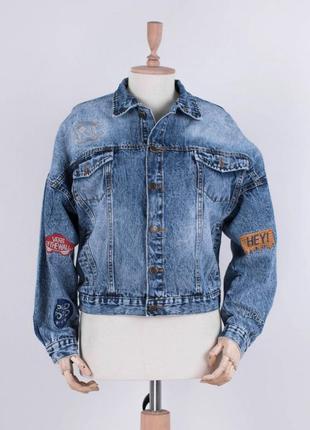 Стильная синяя джинсовая куртка джинсовка оверсайз с надписью ...
