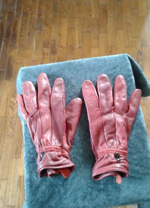 Красные кожаные утепленные на подкладке перчатки