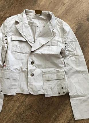 Бежевая куртка дождевик пиджак жакет с вышивкой