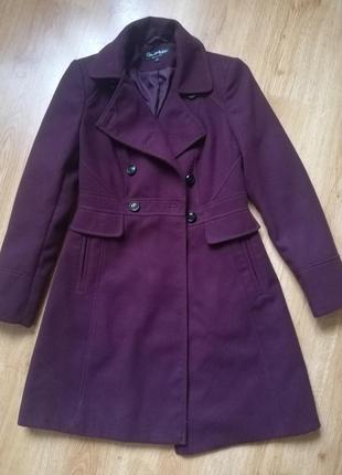 Приталенное пальто на осень цвета марсала