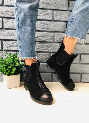 Женские черные замшевые ботинки на резинке, с затертым носком ...