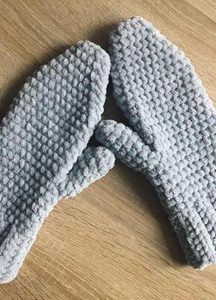 Велюровые варежки (рукавицы) ручной работы жемчужно-серого цвета