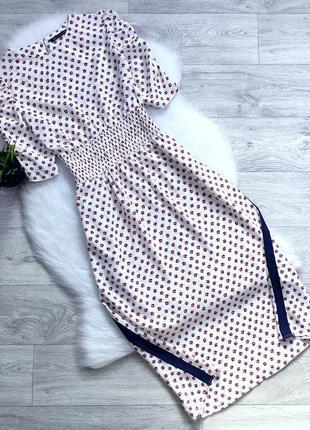 Платье миди с лампасами и красивыми рукавами