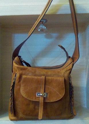 Кожаная  небольшая вместительная  брендовая  сумочка