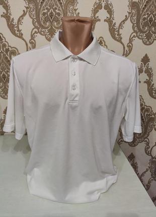 Белая мужская футболка поло