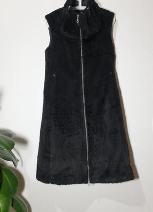 Длиный меховой жилет, платье corakemperman
