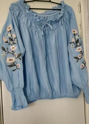 !продам новую женскую красивую блузку с вышивкой