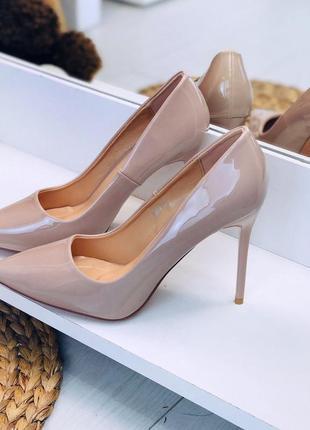 Бежевые лаковые туфли на каблуке,нюдовые лаковые туфли лодочки...