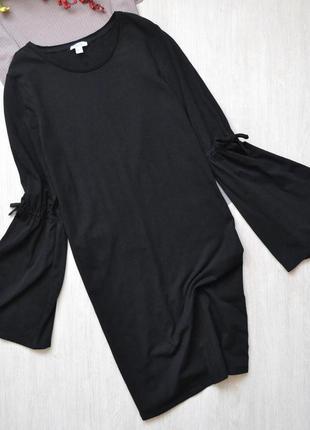 Симпатичное хлопковое платье прямого кроя с расклешенным рукавом